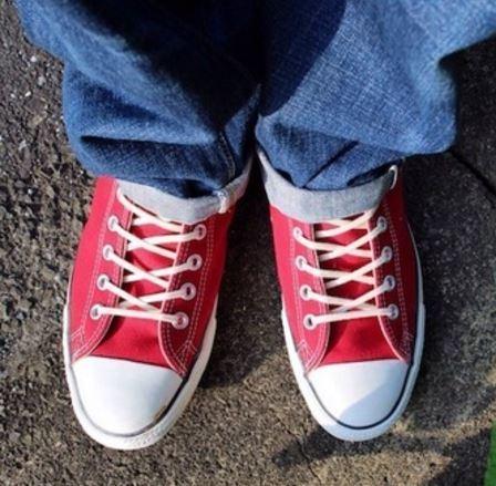 オールスターを靴ひもで差\u2026